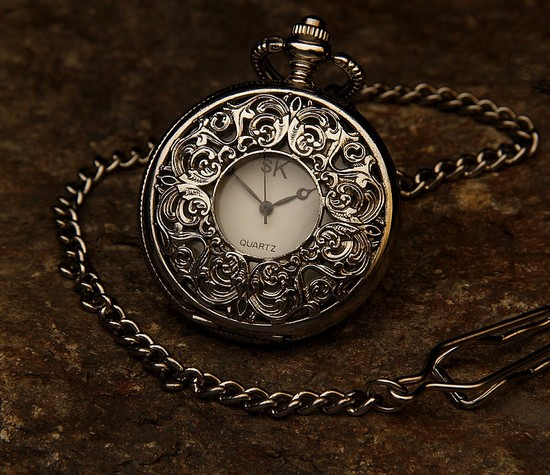 https://findmypast-titan.cdn.prismic.io/findmypast-titan/562017ecea634005b98c53c360b4d21da4e0ef59_pocket-watch-560937_960_720.jpg
