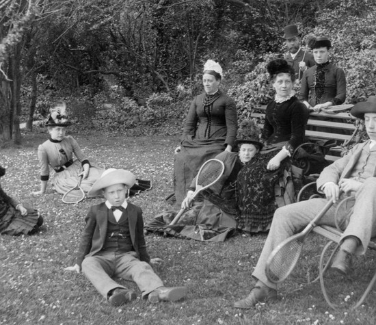 6-tools-to-take-your-family-tree-back-to-the-victorian-period-header