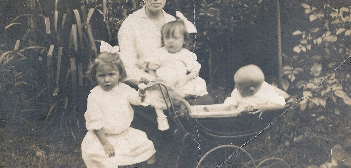 30-tips-for-analysing-old-photos-genealogy-deciphering-clues-header